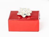 在一个红色配件箱的礼品 免版税图库摄影