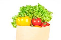 在一个纸袋的新鲜的健康杂货 免版税库存照片