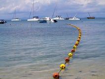在一个美丽如画的海湾印度洋, Nosi的船是,马达加斯加 免版税库存图片