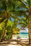 在一个美丽的热带海滩的Banca小船在巴拉望岛, Phili 免版税库存照片