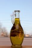 在一个美丽的瓶的橄榄油 库存图片