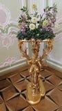 在一个美丽,昂贵的花瓶的花 免版税库存照片