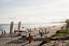 在一个美好的下午的巴拉岛da Tijuca海滩, withbuildings在背景中 de janeiro里约 图库摄影