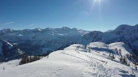 在一个美好的晴朗的冬日期间,Zauchensee全景 影视素材