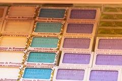 在一个美容院的手工制造肥皂在普罗旺斯法国 免版税库存图片