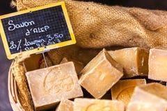 在一个美容院的手工制造肥皂在普罗旺斯法国 库存照片