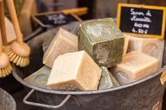 在一个美容院的手工制造肥皂在普罗旺斯法国 免版税图库摄影