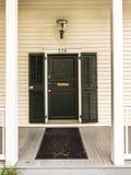 在一个老历史的房子的典型的木入口在基韦斯特岛 免版税图库摄影