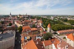 在一个老城市的视图从教会Oliviste 库存照片