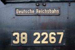 在一个老德国机车的标志 免版税库存照片