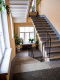 在一个老房子的入口的楼梯 免版税库存照片