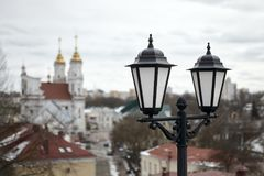 在一个老欧洲城市的老灯笼 库存照片
