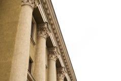 在一个老被恢复的大厦的门面的专栏 免版税库存图片