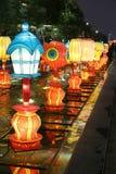 在一个节日的五颜六色的中国灯笼在羡 免版税库存图片