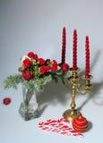 在一个花瓶的圣诞节花束在轻的背景 免版税图库摄影
