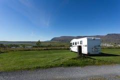 在一个营地的一出租motorhome在冰岛 图库摄影