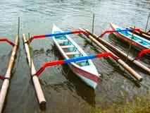在一个萨努尔海滩的传统巴厘语小船在巴厘岛,印度尼西亚 免版税图库摄影