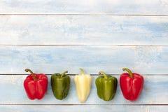 在一个蓝色木板,顶视图的五颜六色的胡椒 免版税库存照片