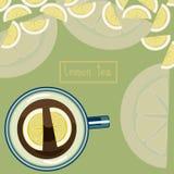 在一个蓝色杯子的柠檬茶 库存图片