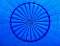 在一个蓝色热空气气球里面 图库摄影