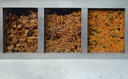在一个街道内阁的印地安香料待售 免版税库存图片