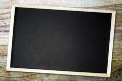 在一个被抓的木板的黑板 库存图片