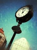 在一个被操作的图象的老街道手表 免版税库存照片