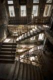 在一个被放弃的大厦的具体台阶 免版税图库摄影