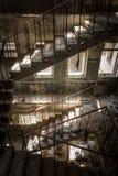 在一个被放弃的大厦的具体台阶 库存图片