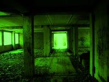 在一个被放弃的大厦的走廊 免版税库存图片