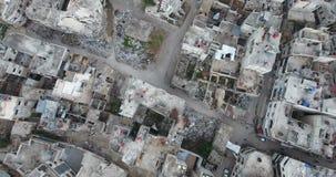 在一个被毁坏的城市的一次寄生虫飞行 股票视频