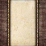 在一个被雕刻的框架的葡萄酒卡片在织品背景 库存照片