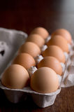 在一个载纸盘的鸡蛋 图库摄影
