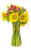 在一个透明花瓶的黄色向日葵,关闭,被隔绝,保险开关 库存照片