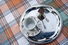 在一个银盘的土耳其咖啡 免版税库存图片