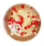 在一个银色碗的花在孤立白色背景 免版税库存照片