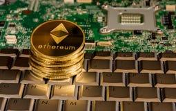 在一个键盘的Ethereum硬币有电路板的 免版税库存照片
