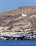 在一个陡坡的Spathi灯塔, Serifos海岛,基克拉泽斯,希腊 免版税库存图片