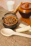 在一个陶瓷碗的荞麦谷物 库存图片
