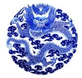 在一个陶瓷花瓶绘的中国龙 免版税库存照片