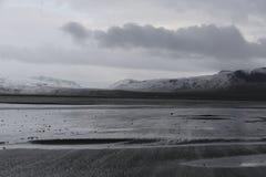 在一个雨天期间,海岸线在冰岛 免版税图库摄影