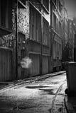 在一个雨天的巷道 免版税库存图片