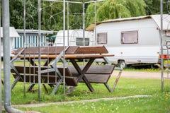 在一个露营地的印象在一好日子 免版税库存照片