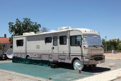 在一个露营地的大RV 免版税库存图片