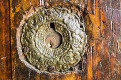 在一个非常老门的门锁在伊斯坦布尔,土耳其 免版税图库摄影
