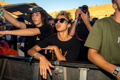 在一个音乐会的人群在生波探侧器节日 图库摄影