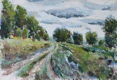 在一个领域沿森林,云彩的路 免版税库存图片