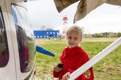 在一个领域的飞机在基洛夫市附近的村庄Kuchani附近 库存图片