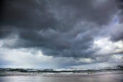 冬天风雨如磐的海 免版税库存图片