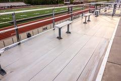 在一个高中体育场的铝就座 图库摄影